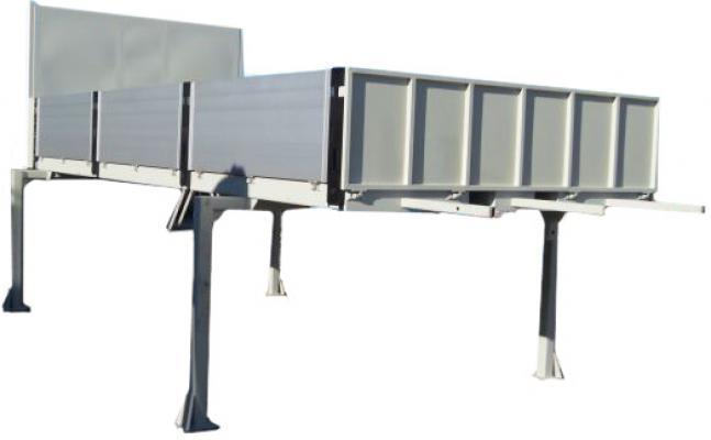 Platforma z burtami aluminiowymi na nogach